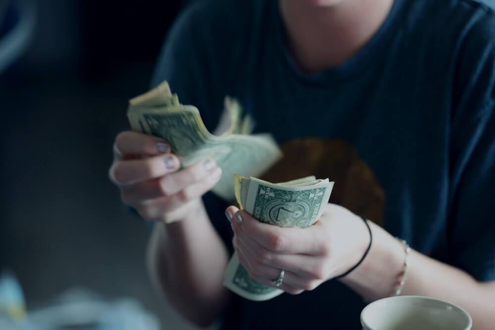 大学生が副業でブログを初めて月5万円稼げた件について
