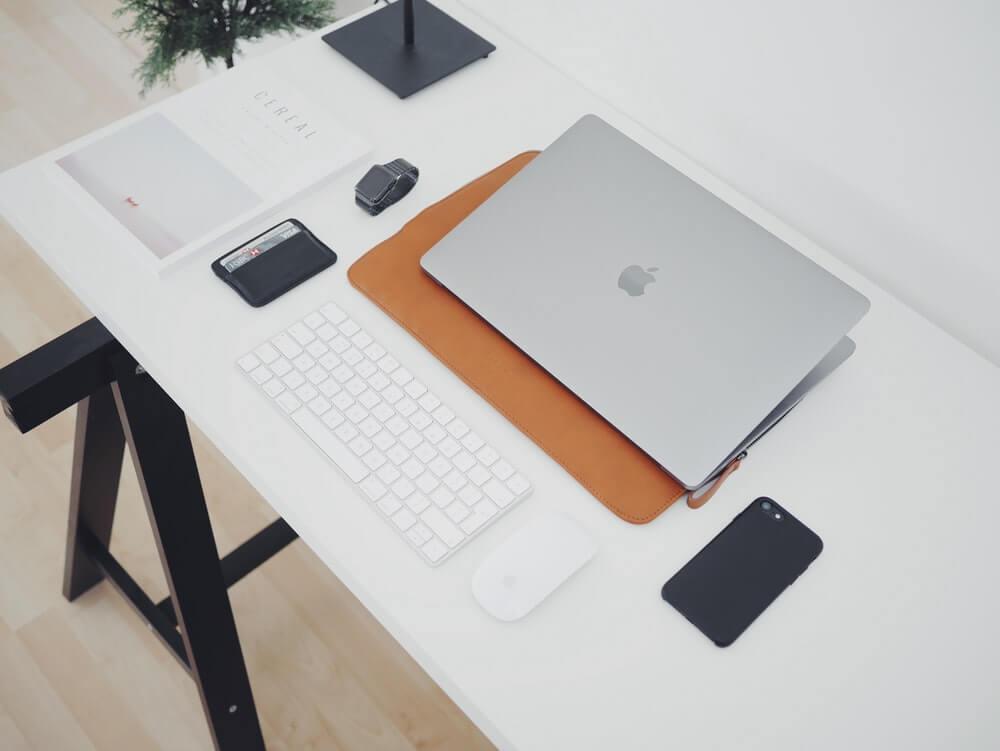 比較すべきモデルはMacBook AirとMacBook Pro13インチ